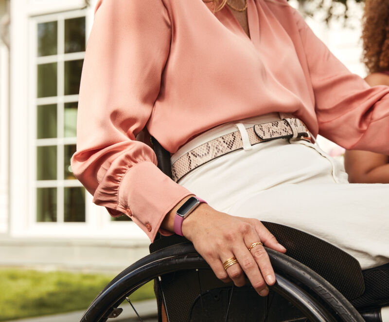 Lifestyle photo of Fitbit Luxe.